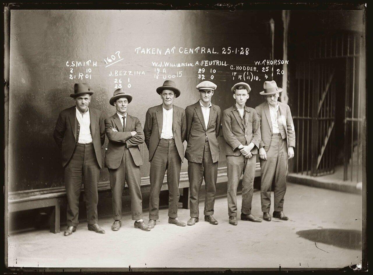 35.Члены мафии, контролирующие часть Нью-Йорка, отвечали за профсоюзы рабочих, поставки алкоголя и табака. Убийства и вооруженные налеты были их обыденным ремеслом. Водили дружбу с Джоном Диллинджером.