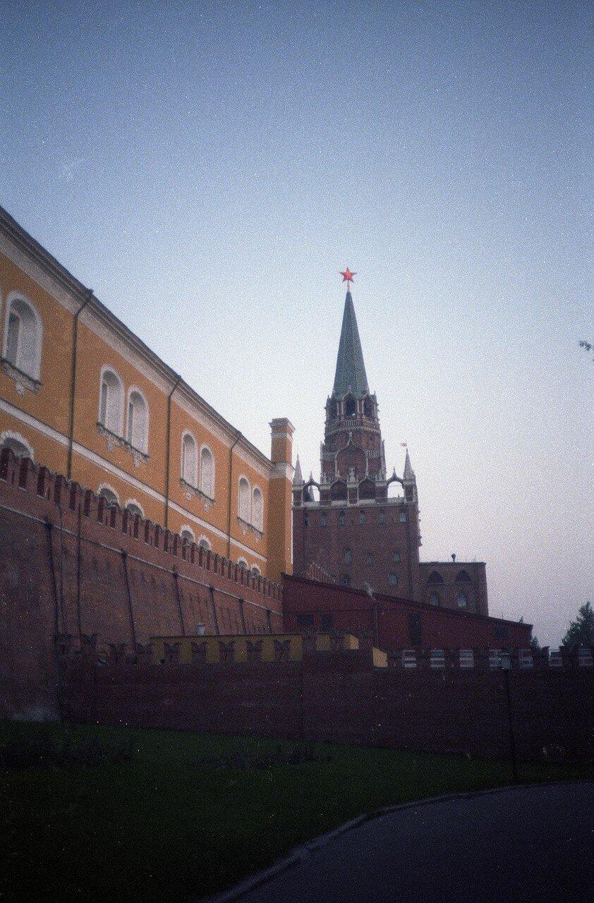 Вечером в Кремле. Светит Красная Звезда