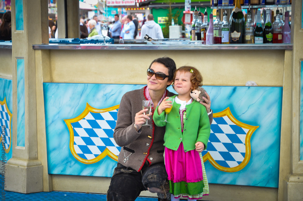 girls-Oktoberfest-(4).jpg