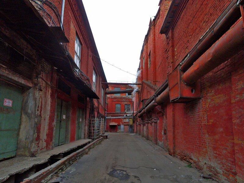 Фабричные стены.