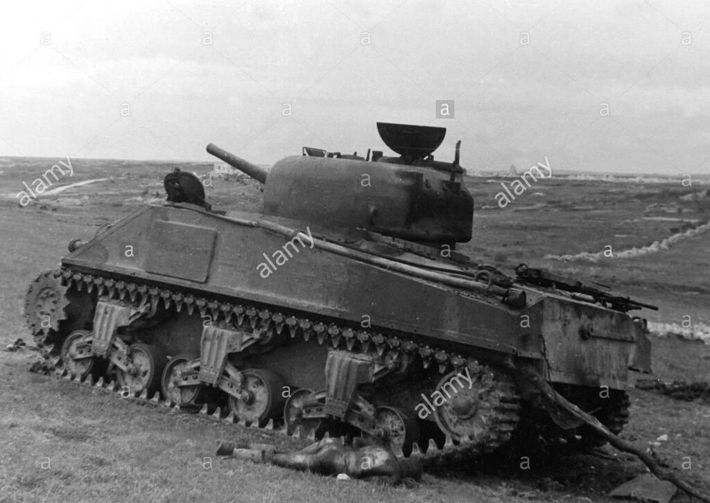 """Танк M4A2 """"Шерман"""" из 63-й тбр подбитый в р-не Севастополя. 30 апреля 1944 года."""