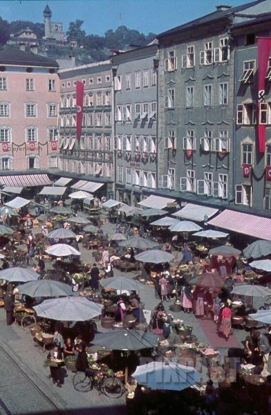 stock-photo-universittsplatz--grnmarkt-in-salzburg-austria-9226.jpg