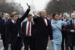 Президент Дональд Трамп, первая леди Мелания Трамп и их сын Баррон во время открытия парада на Пенсильвания - авеню, 20.01.17.png