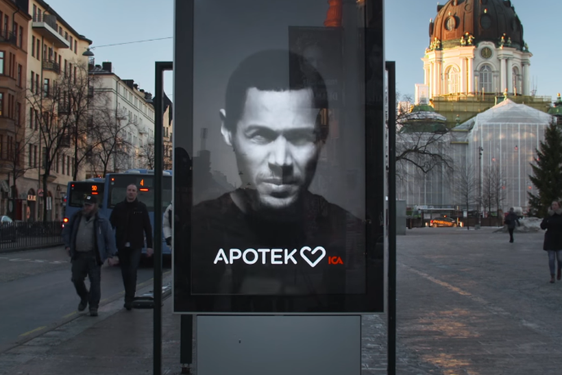 ВШвеции возникла  «живая» реклама, отвечающая кашлем напоявление курильщиков