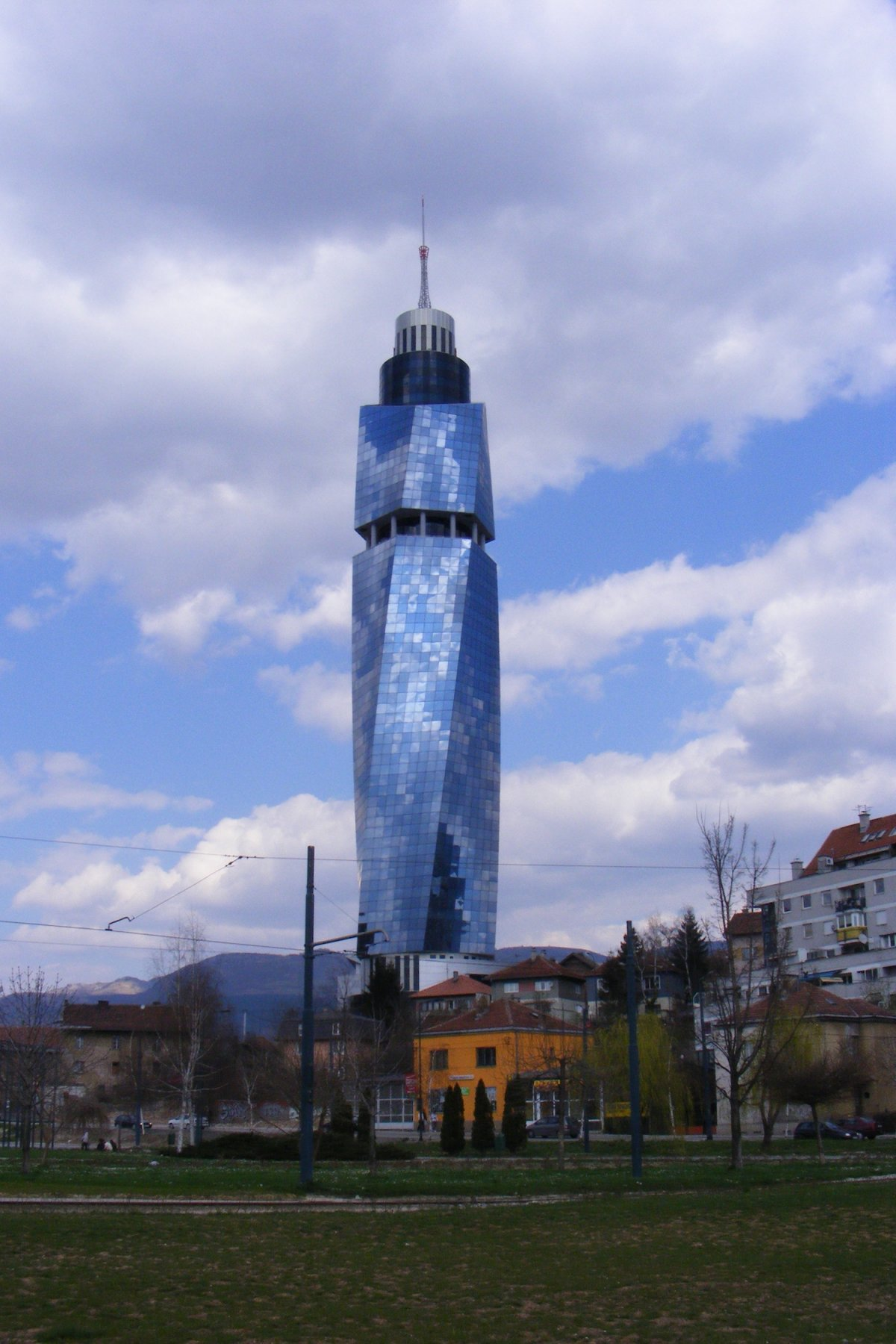 Аваз Твист (Сараево, Босния и Герцеговина). Проектирование — архитектор Фарук Капиджич, ADS Group Sa
