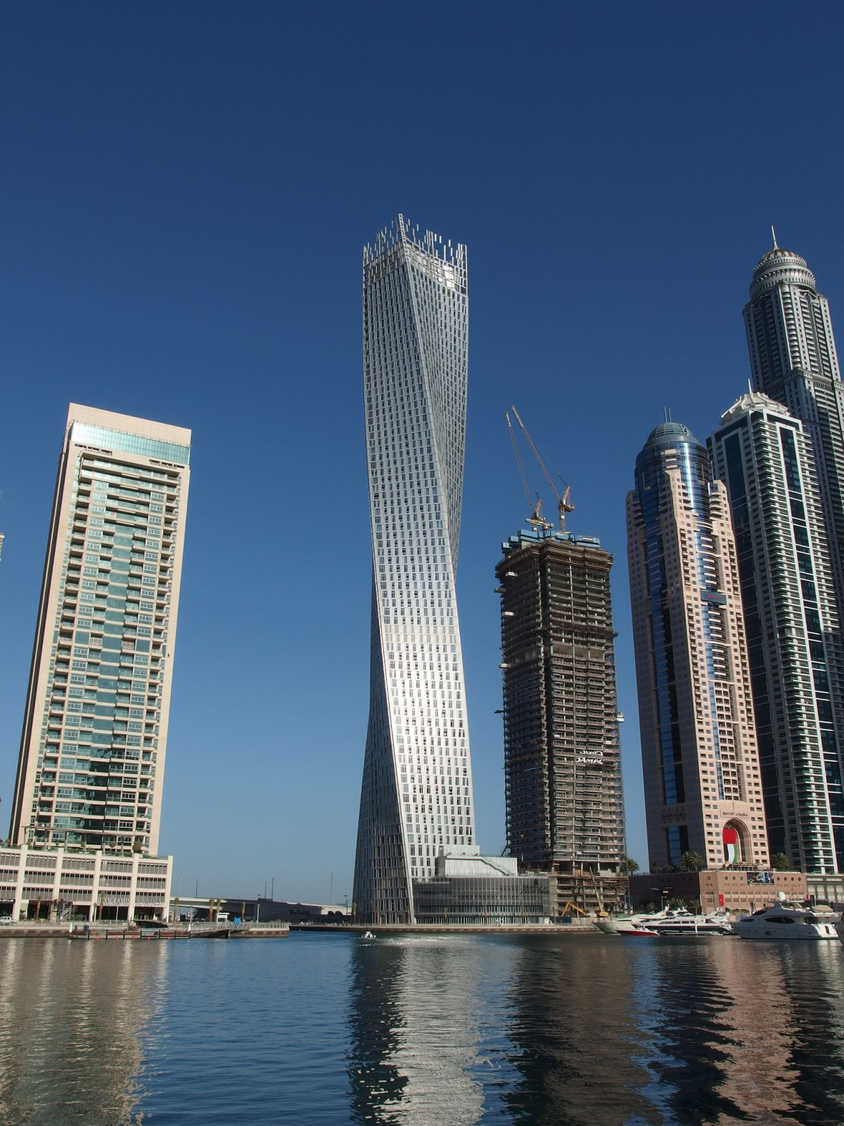 Башня Кайан (Дубай, Объединенные Арабские Эмираты). Проектирование — SOM. Высота — 306 метров. Год п