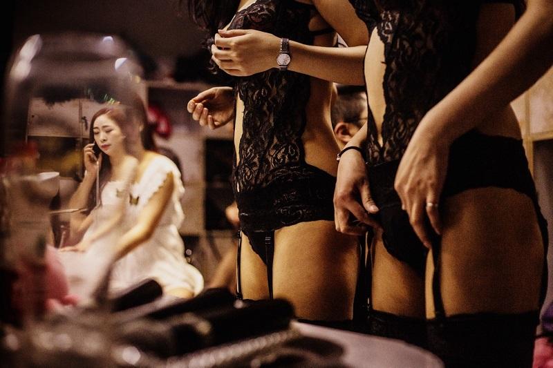 «Я поехал в Китай, чтобы работать там танцором. Поначалу времени на съемку совершенно не хватало — п