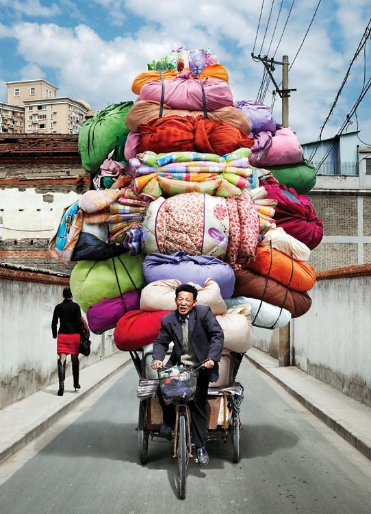 Глядя на фотографии современного Шанхая Алайна Днлорме, так и хочется применить какую-нибудь метафор