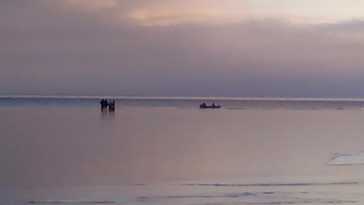 Баржа наКаме раздавила лодку срыбаком