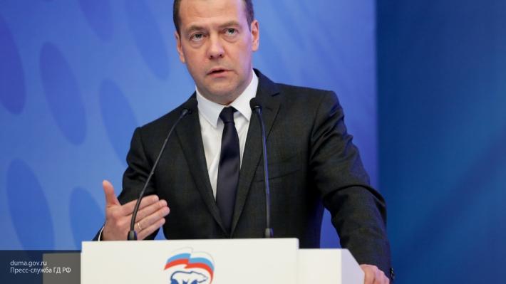 Медведев пошутил про «денег нет»