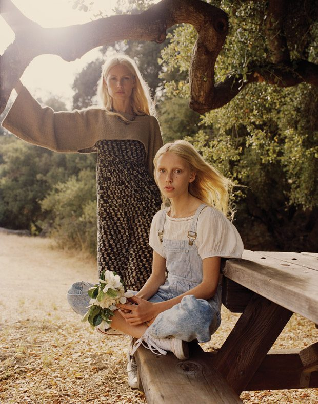 '90s supermodel Kirsty Hume poses with her daughter Violet for the pages of this month's Malibu Maga