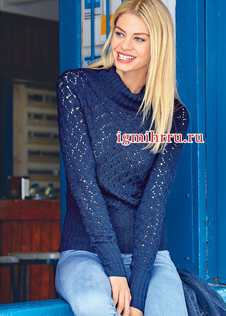 Синий пуловер с высоким воротником и ажурным узором. Вязание спицами