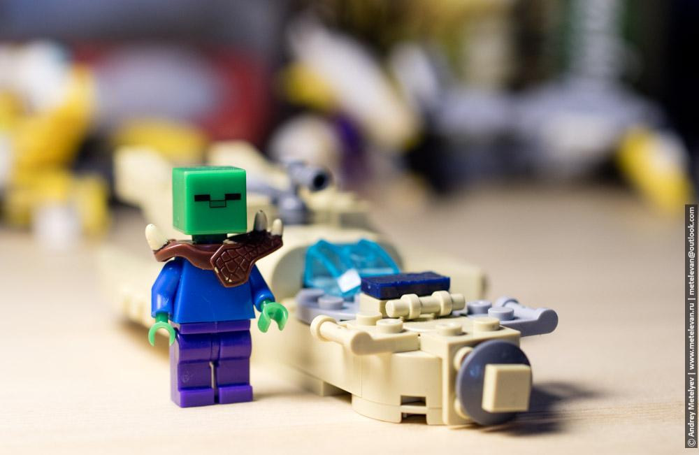 инопланетянин у своего карабля лего