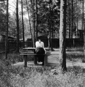 1904. Вешняки. Маня в саду дачи Антоновича. «Тайный снимок»