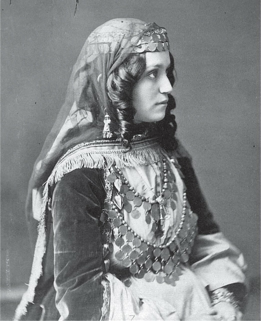 Армянка из Шемахи в нарядном костюме