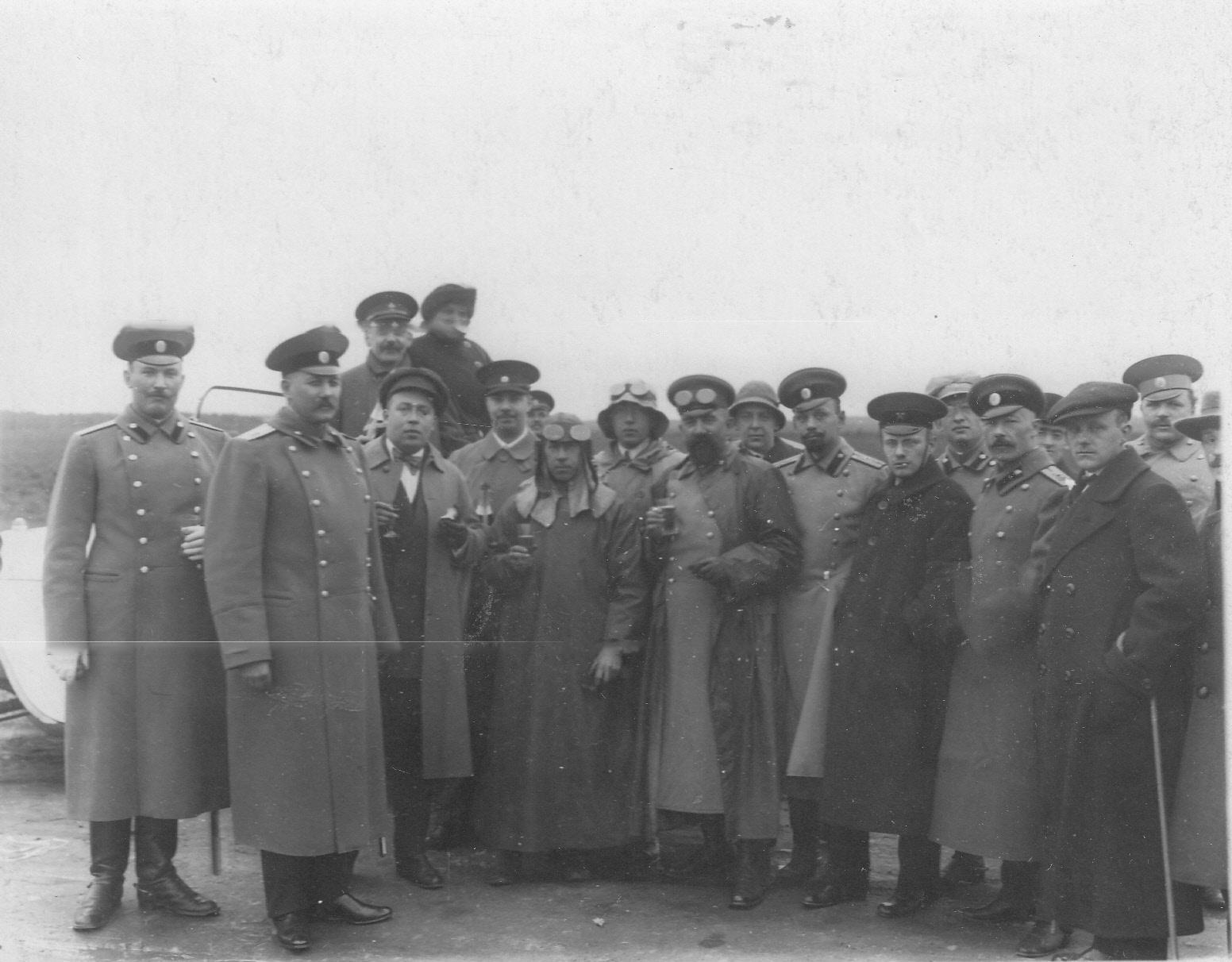 06. Группа участников пробега с провожающими на Исаакиевской площади перед стартом