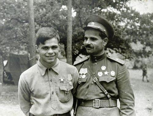 С.В. Руднев с сыном Радиком перед Карпатским рейдом.jpg