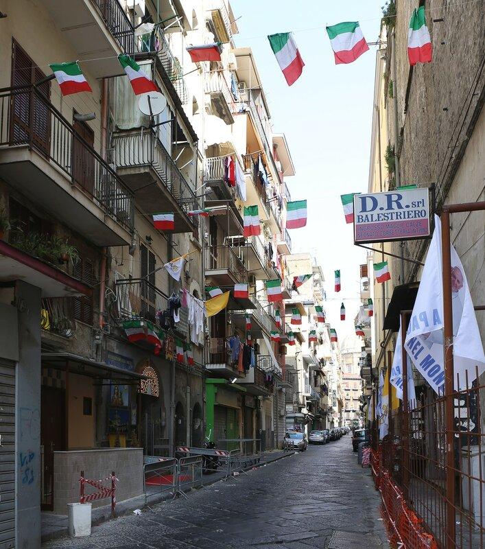 Неаполь. Vico Parrettari