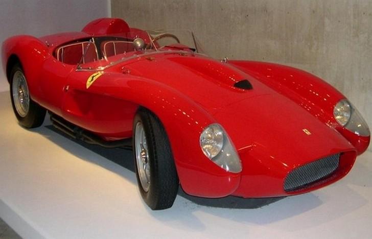 Как уверяют многие автолюбители, Ferrari 250 Testa Rossa — гораздо больше, чем просто мощный и стиль