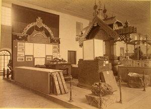 Витрина с изделиями заводов гр. Е.Х. Абамелек-Лазаревой в горнозаводском отделе выставки.