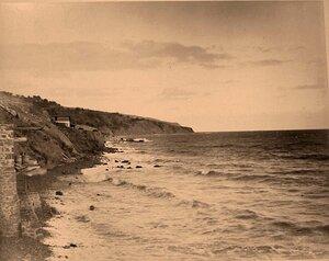 Вид на побережье Черного моря близ Ялты.