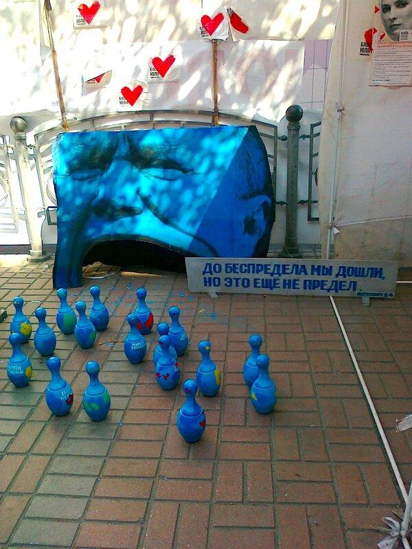 Новая политическая инсталляция на Крещатике
