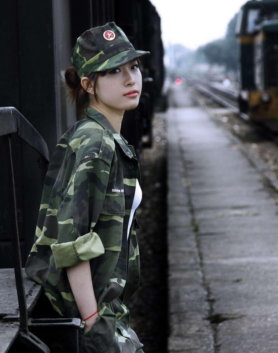 Очень грозная сила: Девушки в армейской униформе (28)