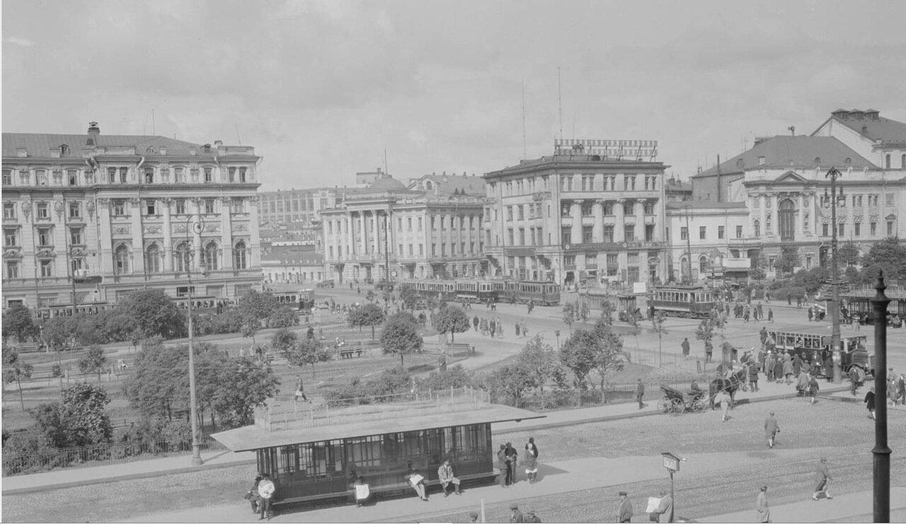 09. Площадь Революции