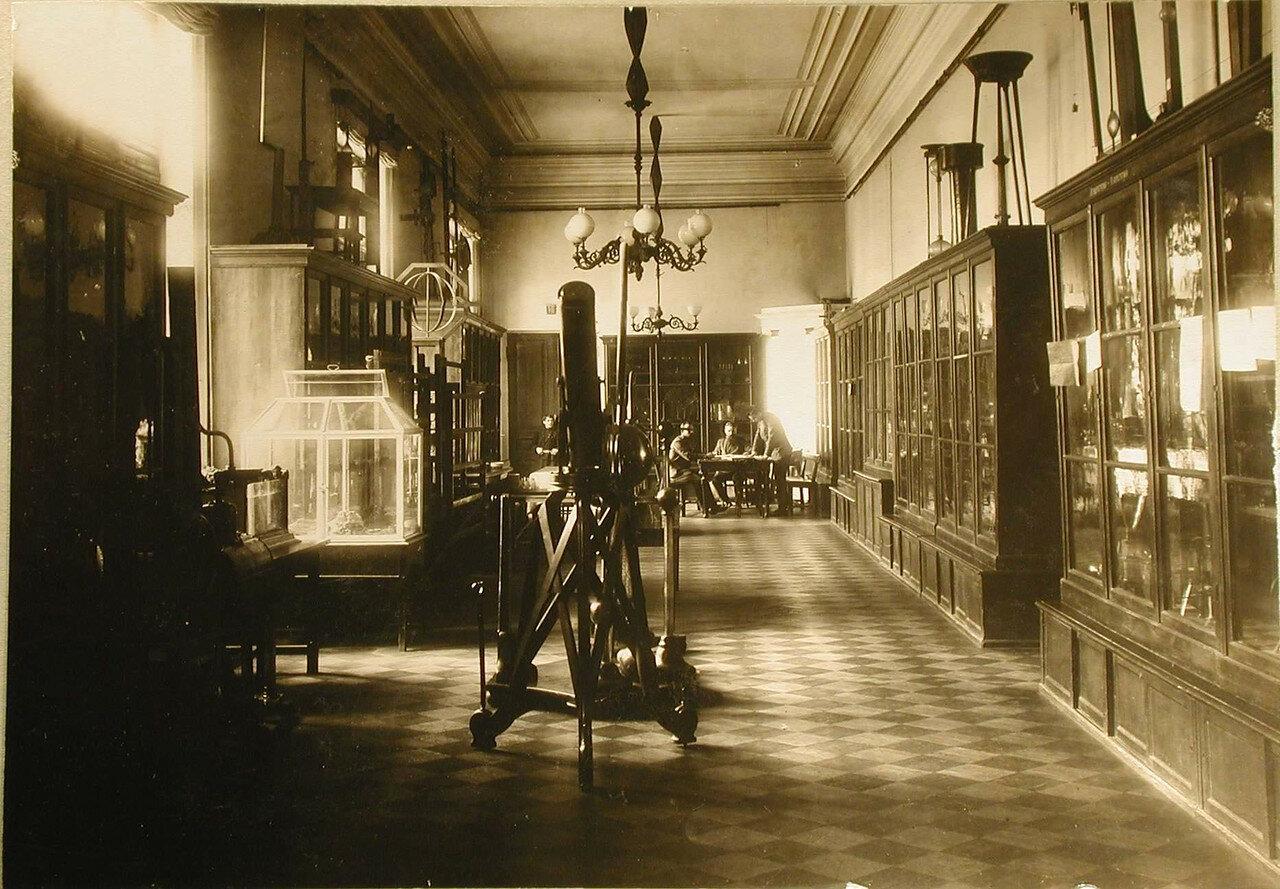 13. Вид кабинета астрономии