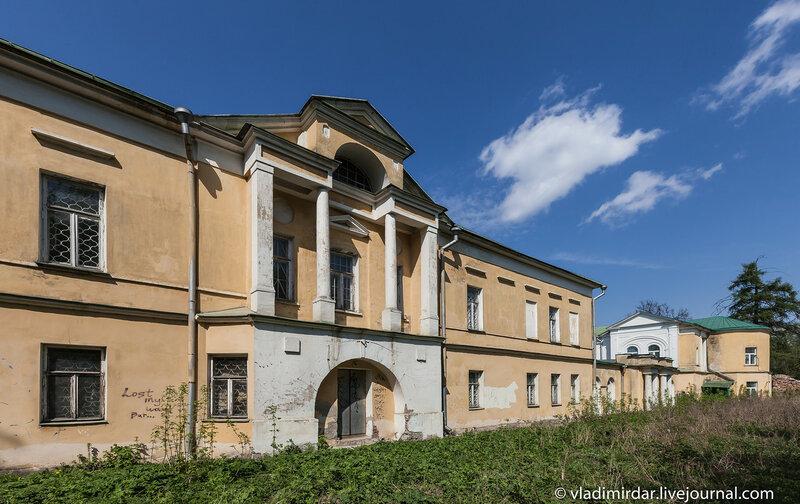 Восточный флигель усадьбы Ивановское