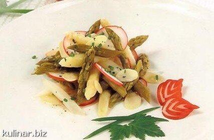 Салат зі спаржею, редискою і зеленню