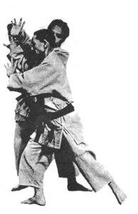 Применение хирики – «силы локтя» (движение вперед)