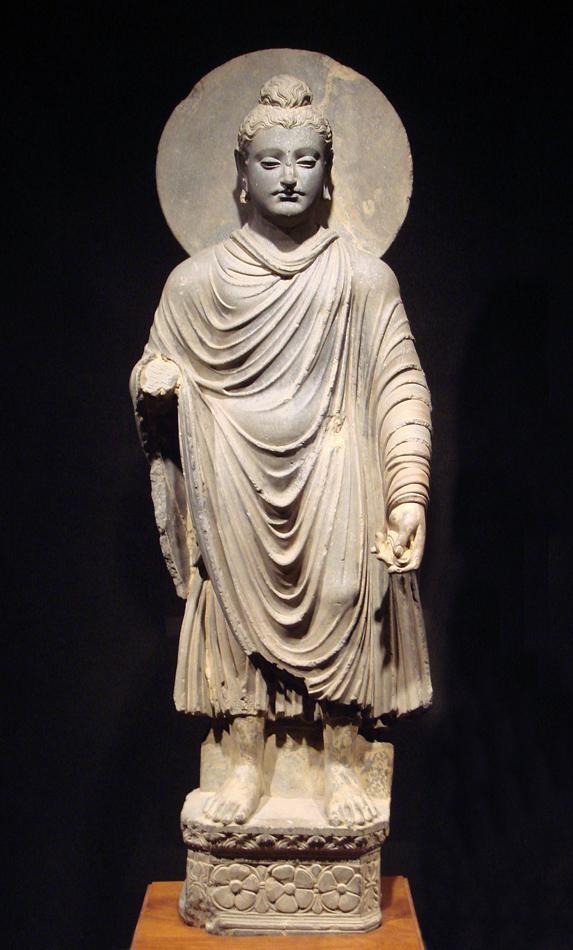Скульптура эпохи Гандхары. Будда в греческих одеждах.