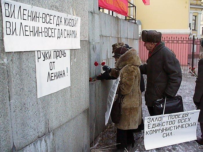 Владивосток - возложение цветов к памятнику Ленина