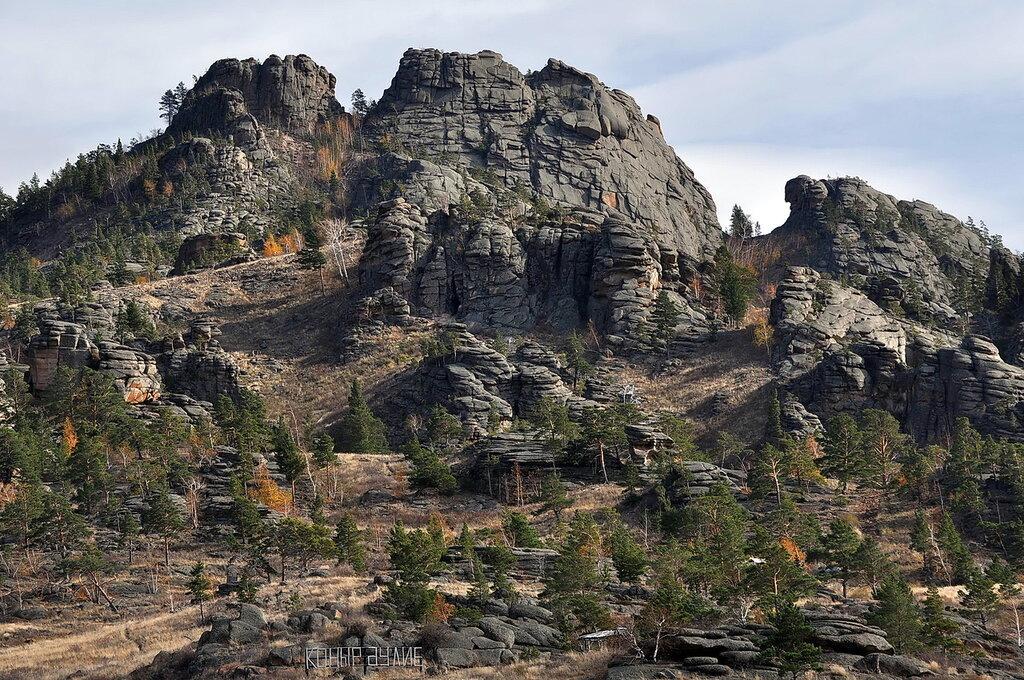 Вид  на  священную  пещеру