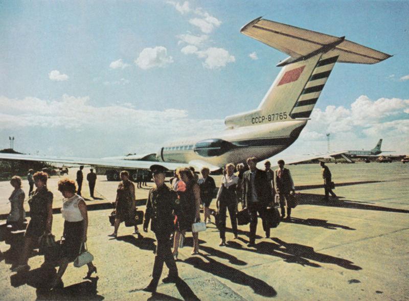 086 Як-40 в Новосибирском аэропорту ''Толмачево''.jpg