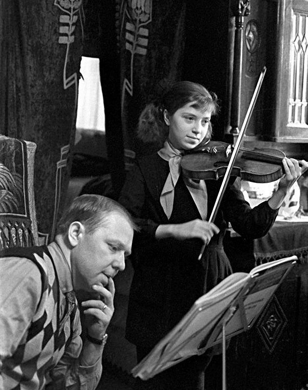 1214 Олег Попов с дочерью Ольгой, 1967 год.jpg