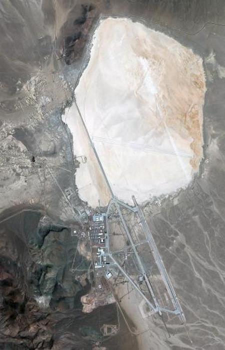 Любой список запрещенных мест будет неполным без упоминания об Area 51 — военной базы, которая