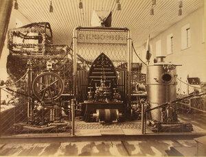 Витрина с изделиями механического завода братьев Коробейниковых в одном из отделов выставки.