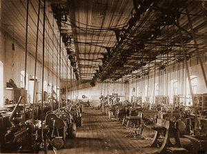 Общий вид станков по изготовлению колесных пар в одном из цехов мастерской.