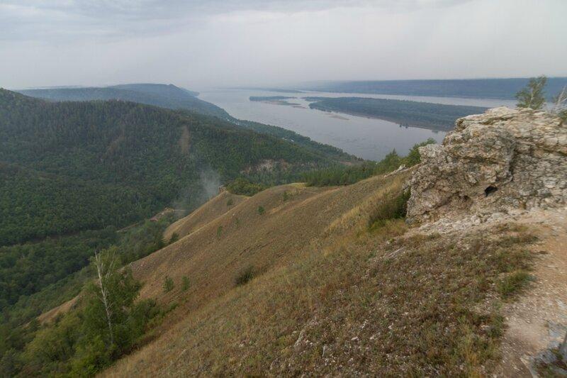 Вид на Жигулевские горы и Волгу с вершины горы Стрельной
