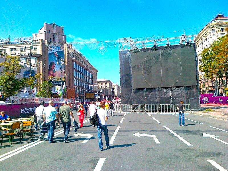 Дополнительный экран в фан-зоне Киева