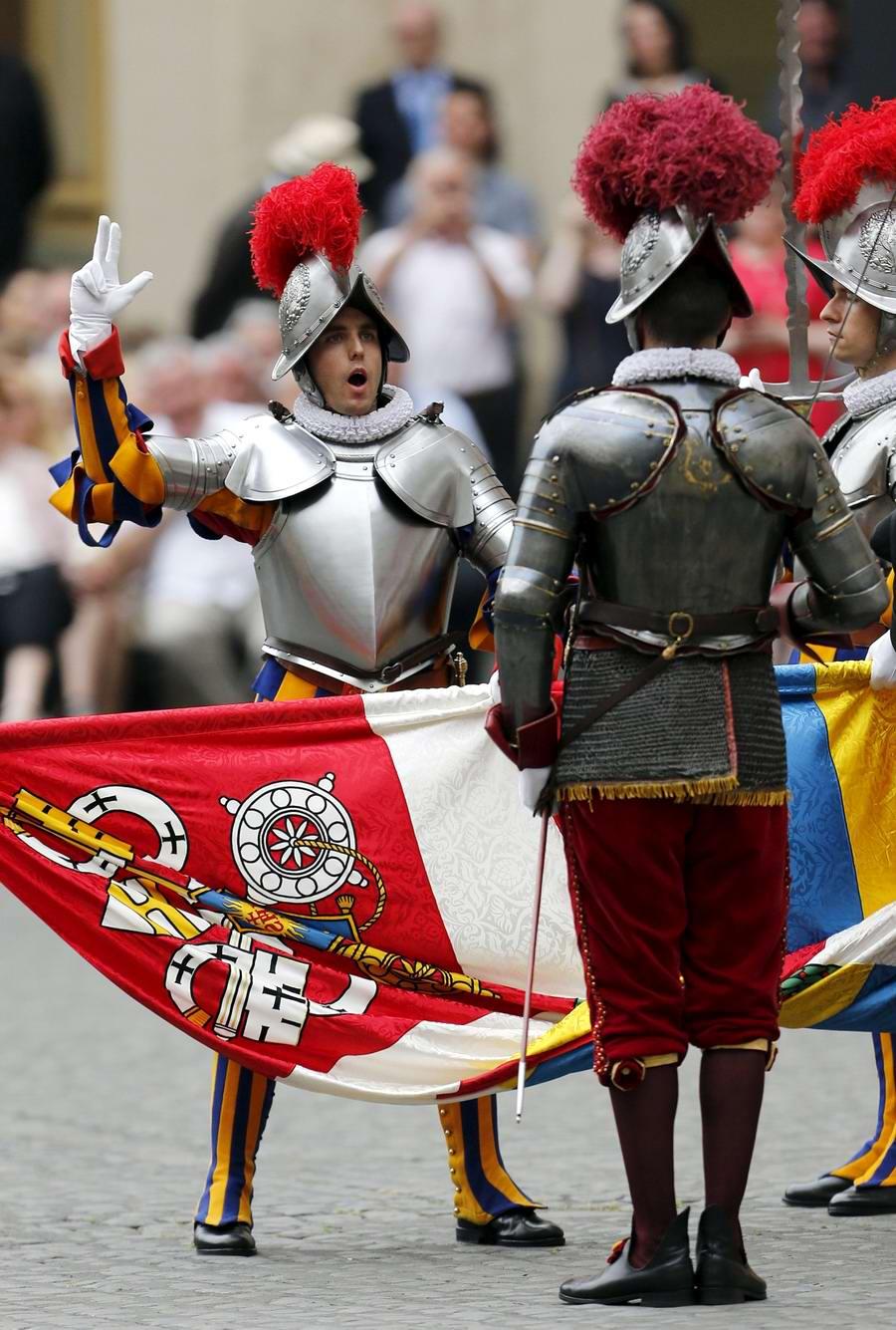 Швейцарская гвардия Ватикана: Новобранцы присягают на верность Папе Римскому (26)