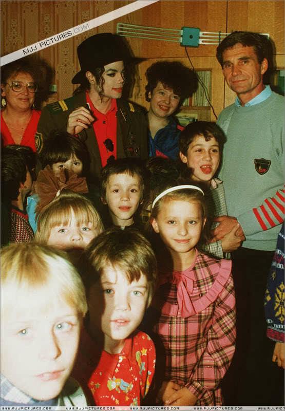 Foto di Michael e i bambini - Pagina 21 0_a2ba9_5ea163a9_X5L