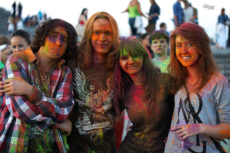 В Днепропетровске прошел фестиваль красок Holiwood. Большой фотоотчет. Варганчик