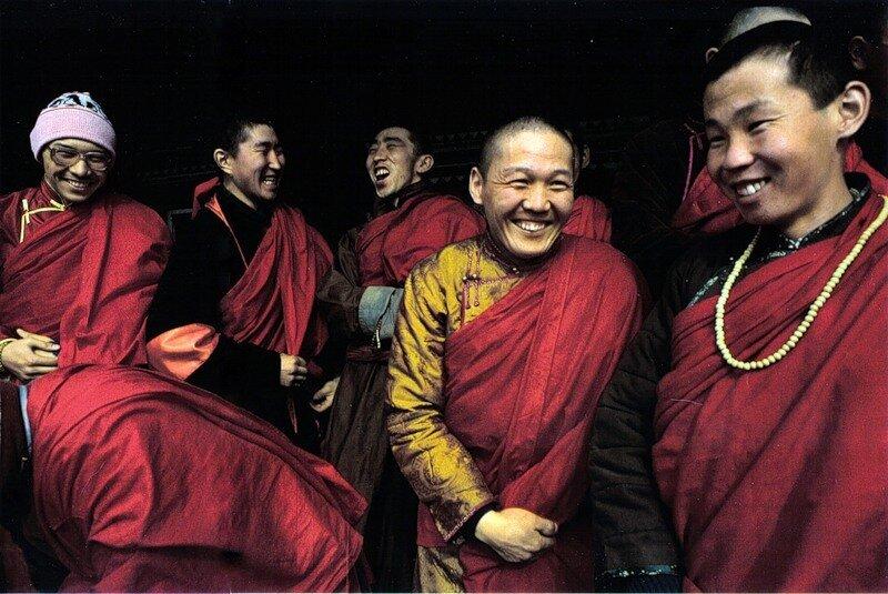 Послушники в дацане вблизи Улан-Удэ, в перерыве между занятиями