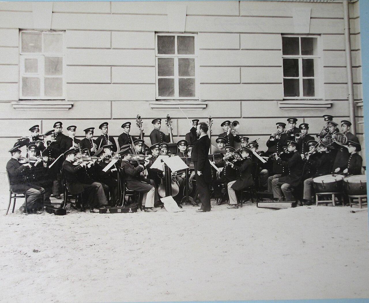15. Гимназический оркестр Первой Киевской гимназии во время репетиции