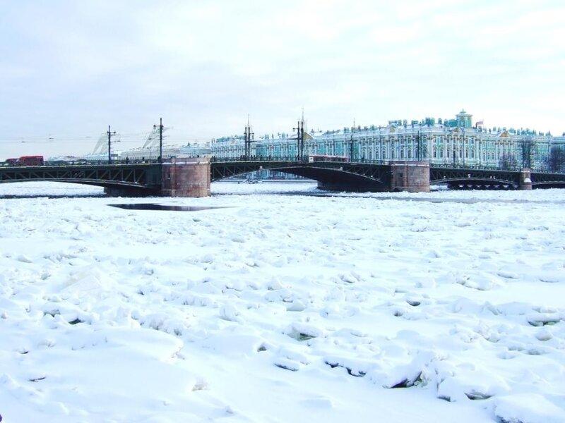 Дворцовый мост от Сфинксов