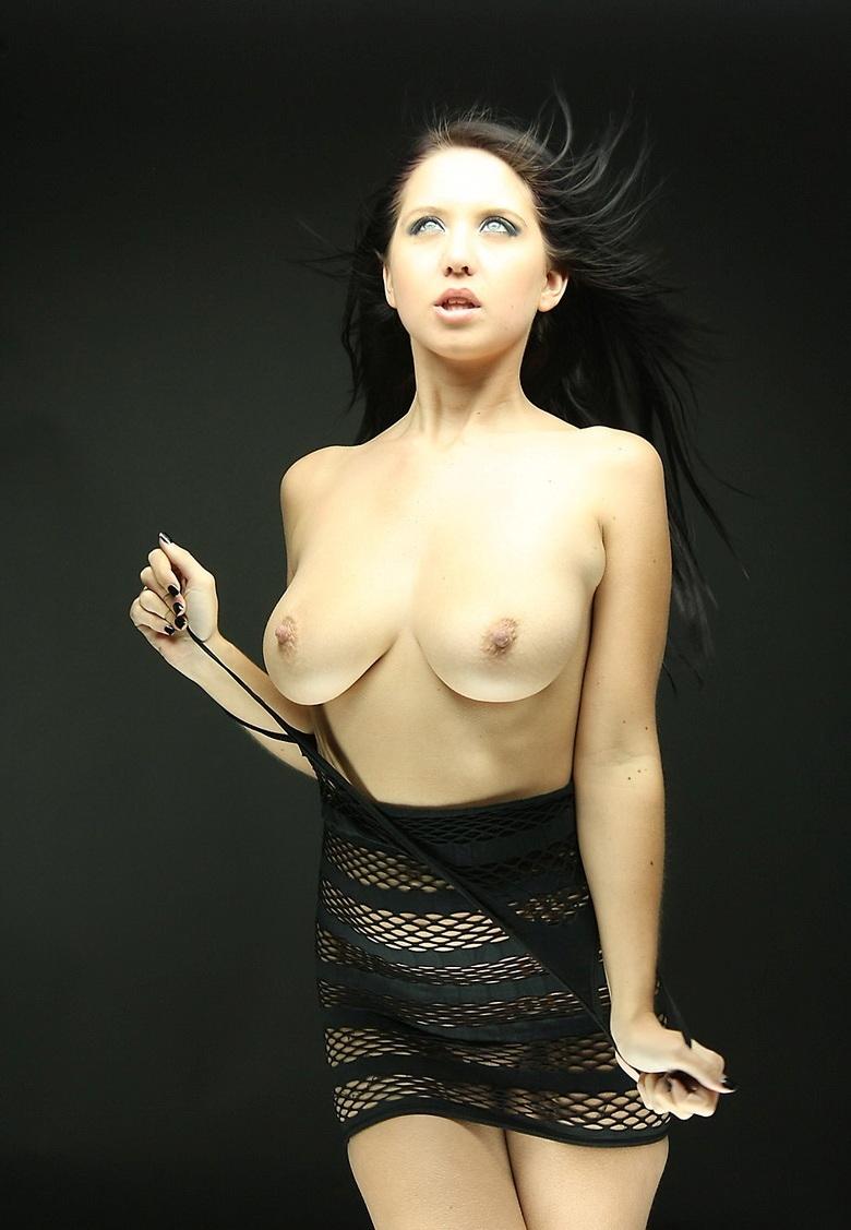 Эротический фотосет в темных тонах (15 фото)