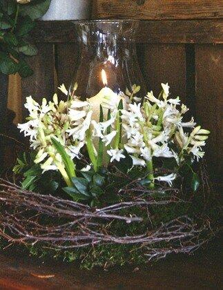 Декорирование подсвечника цветами